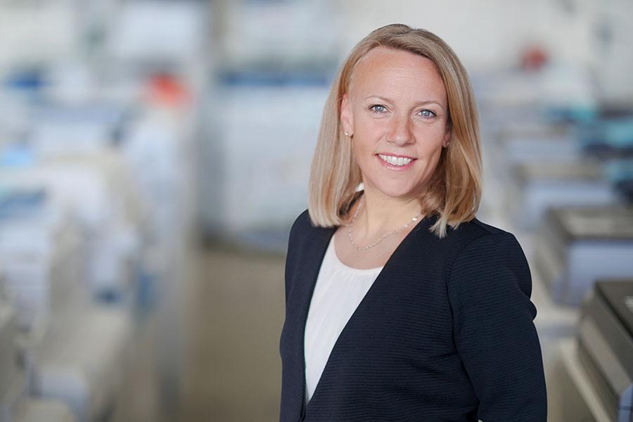ZDS Bürosysteme Vertrieb und Service GmbH: Linda Birgel, Verwaltung
